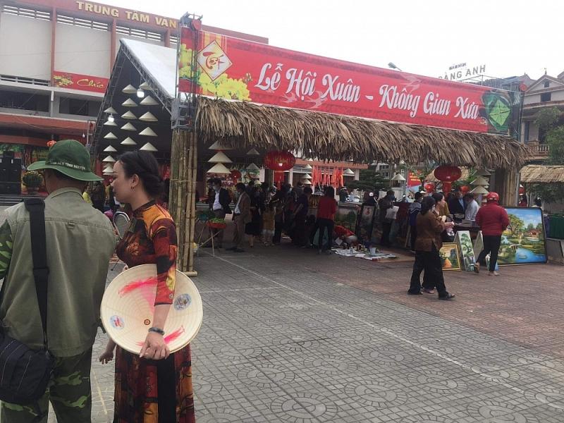 Tỉnh ra công văn hạn chế, thị xã Ba Đồn vẫn rình rang tổ chức lễ hội xuân