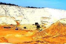 Sụt cát khi đang khai thác titan ở Quảng Bình, 5 người thương vong