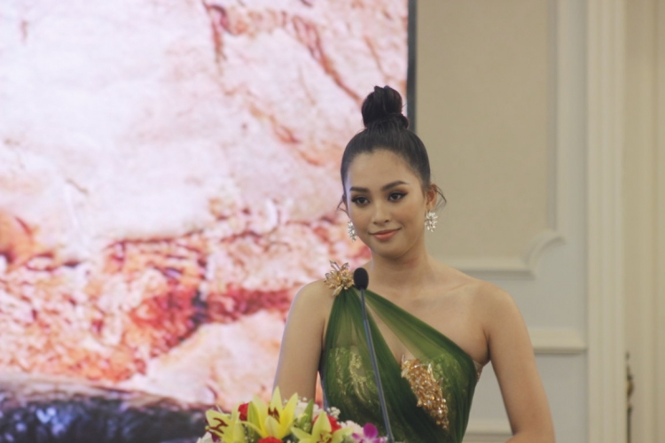 hoa hau viet nam tran tieu vy lam dai su le hoi hang dong quang binh 2019