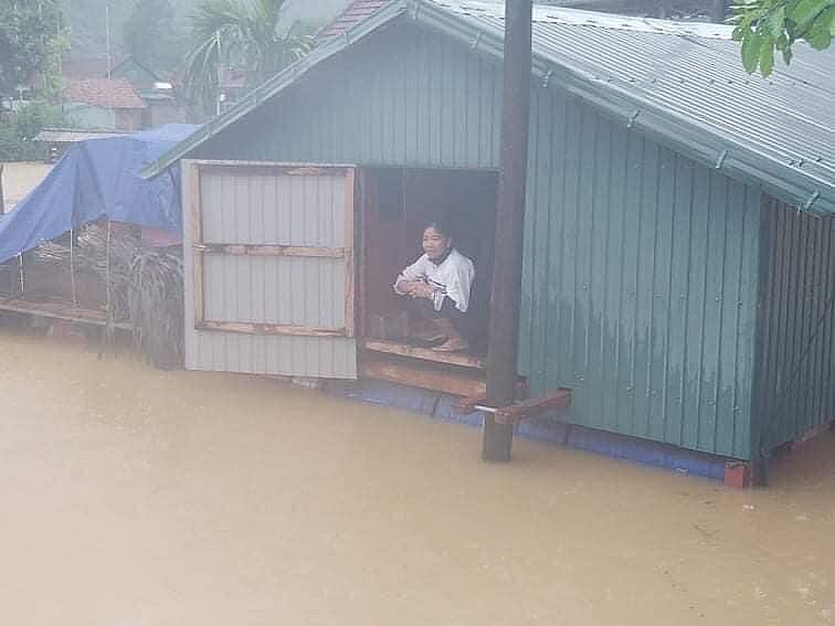 Rốn lũ Tân Hóa (Minh Hóa, Quảng Bình) có hơn 100 hộ dân bị nước lũ ngập sâu.