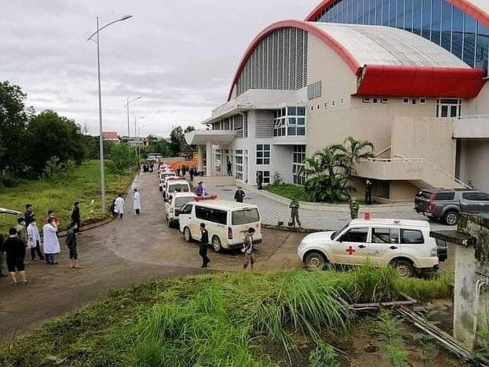 Thi thể các đồng chí được tập trung tại Trunh tâm TDTT tỉnh Quảng Trị để người thân gặp lần cuồi và khâm liệm trước khi đưa về nhà.