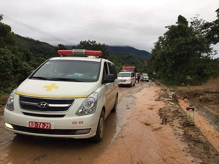 Những chuyến xe đưa thi thể các đồng chí về TP.Đông Hà, T. Quảng Trị trong chiều nay.
