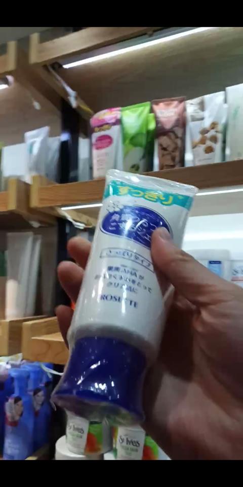 Ngay cả những sản phẩm mỹ phẩm dùng trực tiếp trên da cũng hề có    thông tin thành phần, cách sử dụng, xuất xứ hàng hóa, nhà nhập khẩu