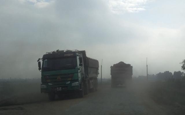 Hưng Yên: Cần xử lý dứt điểm nạn xe quá tải lộng hành trên tuyến đê Thụy Lôi