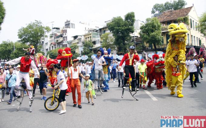 Các bạn trẻ Thủ đô hào hứng tham gia chuỗi hoạt động kỷ niệm 10 năm mở rộng địa giới hành chính