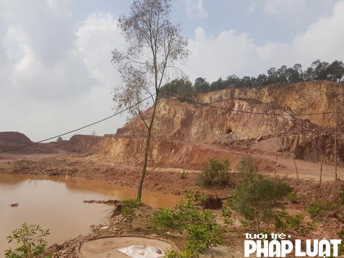 Hệ sinh thái tự nhiên, cảnh quan môi trường bị phá vỡ, trọc trơ bởi vấn nạn khai thác đất trái phép