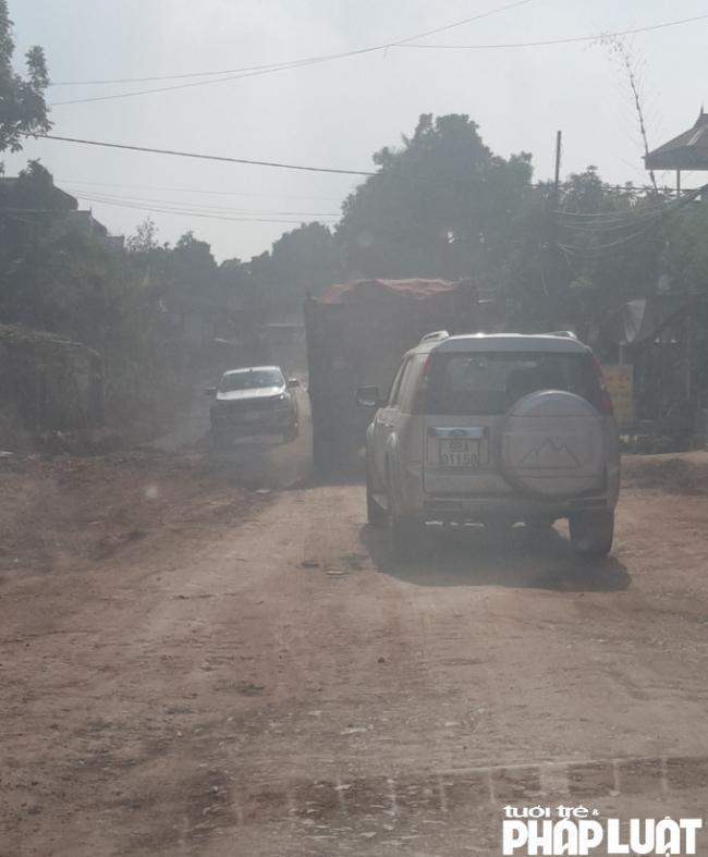 Hệ thống giao thông, môi trường bị xuống cấp trầm trọng bởi xe ô tô tải chở đất chạy ngày đêm