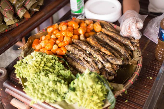 Những món ăn đa dạng, rất nhiều du khách lần đầu được thưởng thức