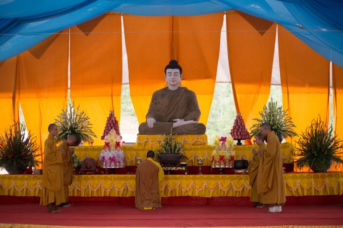 Bên cạnh hội chợ là lễ cầu an đầu năm được tổ chức trang trọng