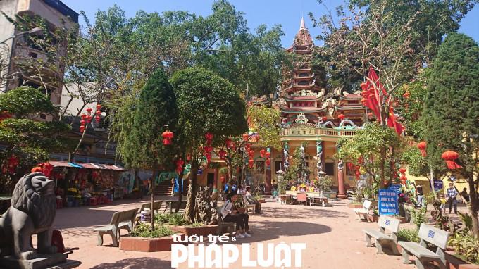 Đền nằm ngay trung tâm thị trấn Đồng Đăng (huyện Cao Lộc, tỉnh Lạng Sơn), cách cửa khẩu Hữu Nghị 4km, cách TP Lạng Sơn 15km.