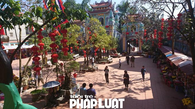 Nơi đây nổi tiếng là một nơi có kết cấu đặc biệt, đan xen giữa kiến trúc của chùa và kiến trúc đền.