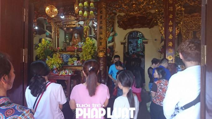 Người dân xứ Lạng tổ chức lễ hội đền Mẫu Đồng Đăng vào ngày mùng 10 tháng Giêng hàng năm. Trước kia, lễ hội được lấy tên là hội Lồng Tồng tức là xuống đồng.