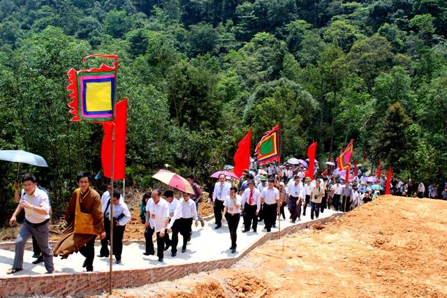 Du khách thập phương đến tham dự lễ hội Tây Yên Tử năm 2018