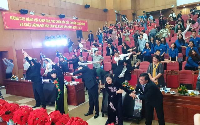 3 phút tập thể dục trước hội nghị cùng Bộ trưởng Bộ Y tế