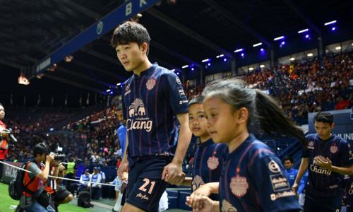 Xuân Trường mang áo số 21 ra sân ở lượt trận mở màn Thai League.