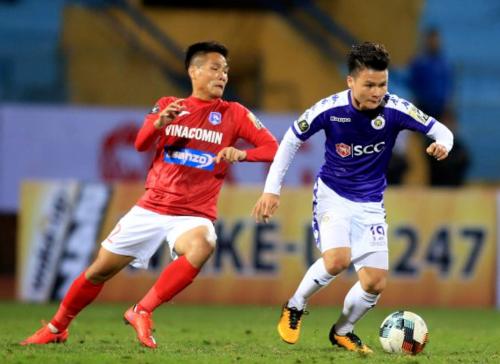 Sau những chiến tích lớn ở các giải đấu quốc tế, Quang Hải (áo xanh) và nhiều tuyển thủ quốc gia khác chưa thể hiện được nhiều khi trở về với V-League. Ảnh: VPF.
