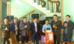 Giám đốc Công an tỉnh Thanh Hóa thăm huyện nghèo Ngọc Lặc