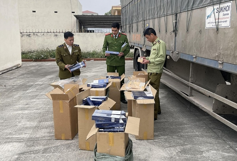 Thanh Hóa: Bắt giữ 1 xe tải chở 4.500 bao thuốc lá lậu