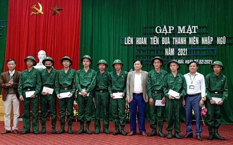 Thanh Hóa: Hào hứng tiễn thanh niên huyện Hà Trung lên đường nhập ngũ