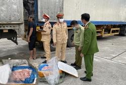 Thanh Hóa: Bắt xe đầu kéo chở 10 tấn thịt lợn bẩn