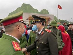 Giám đốc Công an Thanh Hóa chỉ đạo lễ giao quân huyện nghèo Ngọc Lặc