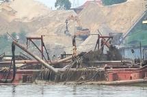 """Bộ TN-MT trả lời kiến nghị cử tri về giải pháp ngăn chặn """"cát tặc"""""""