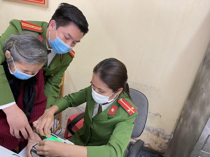 Thanh Hóa: Công an thị xã Bỉm Sơn hoàn thành cấp căn cước gắn chip cho công dân