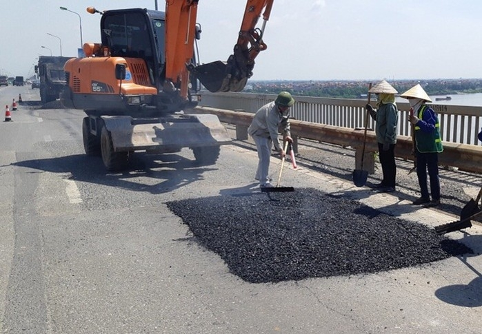 Đã sửa chữa, khắc phục phần xuống cấp trên mặt cầu Thăng Long