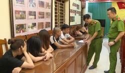 """Thanh Hóa: Bắt 10 thanh niên đang """"say"""" ma túy trong quán karaoke"""