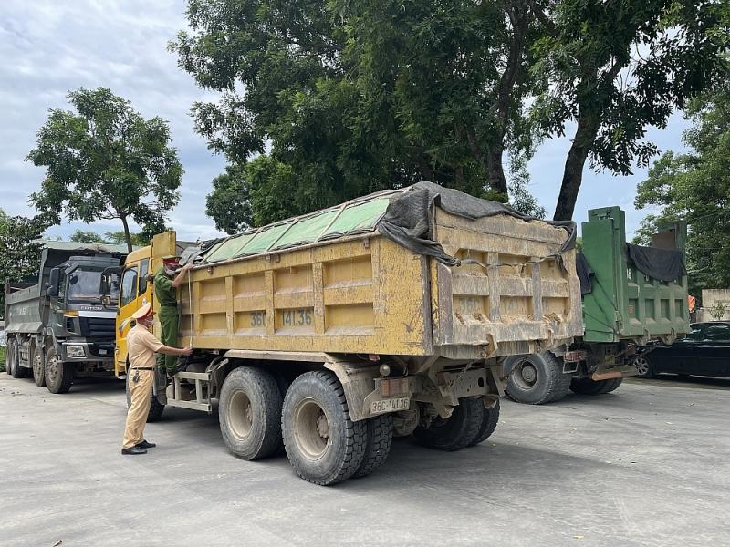 Thanh Hóa: Công an huyện Thọ Xuân phạt chủ xe chở quá tải gần 400 triệu đồng