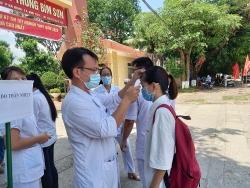 Thanh Hoá: Cán bộ y tế trực ở điểm thi Bỉm Sơn