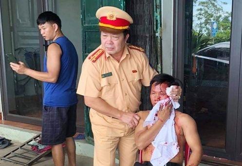 Trưởng phòng CSGT tỉnh Thanh Hóa đập cửa cấp cứu nạn nhân bị tai nạn giao thông
