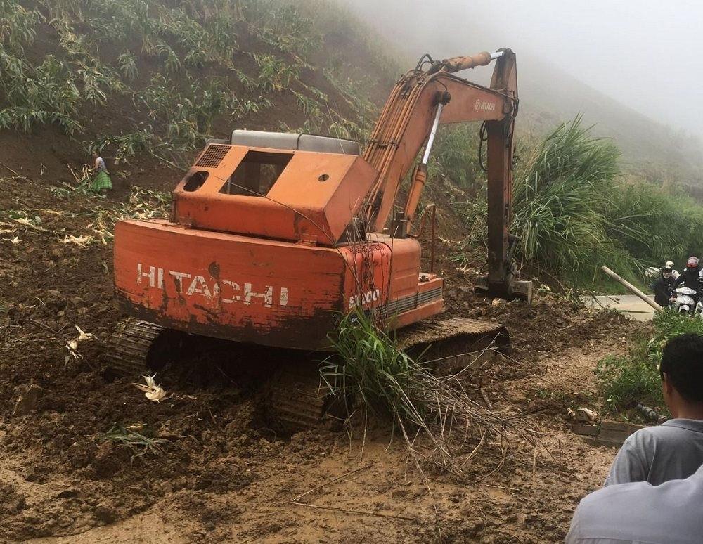 Sơn La: Sạt lở đất gây ách tắc trên Quốc lộ 37