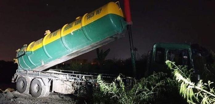 Nóng tuần qua: Lào Cai thiệt hại vì mưa lớn, xe môi trường đổ trộm bùn thải