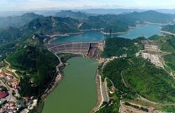 Ngày 30/9, Nhà máy thủy điện Hòa Bình mở một cửa đáy xả lũ