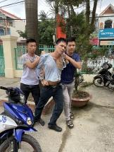bat doi tuong bao ke cuong doat tien cua tai xe cho vlxd vao cong truong