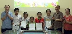 Công ty Tiến Nông (Bỉm Sơn) hỗ trợ học bổng cho trẻ mồ côi có hoàn cảnh đặc biệt khó khăn