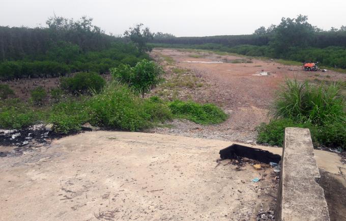 Nhiều công trình đê điều, phòng chống lụt bão tại Thanh Hóa thi công dang dở khiến người dân bất an. Ảnh: Võ Dũng.