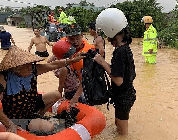 37 xã ở khu vực Trung Bộ bị ngập sâu, 11 người chết và mất tích | Môi trường | Vietnam+ (VietnamPlus)