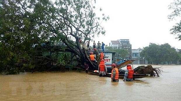 Áp thấp nhiệt đới đi vào Trung Bộ rồi suy yếu dần thành vùng áp thấp | Môi trường | Vietnam+ (VietnamPlus)