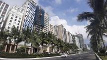 Đà Nẵng: Nhiều hàng quán, điểm mua sắm ven biển vắng tanh khách tham quan