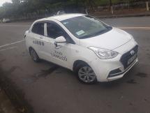 Tài xế hãng taxi Lăng Cô chở khách chui bị tước bằng lái 2 tháng