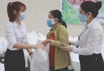 Đà Nẵng: Bệnh viện Đa Khoa Tâm Trí tặng quà cho người nghèo trong mùa dịch Covid-19