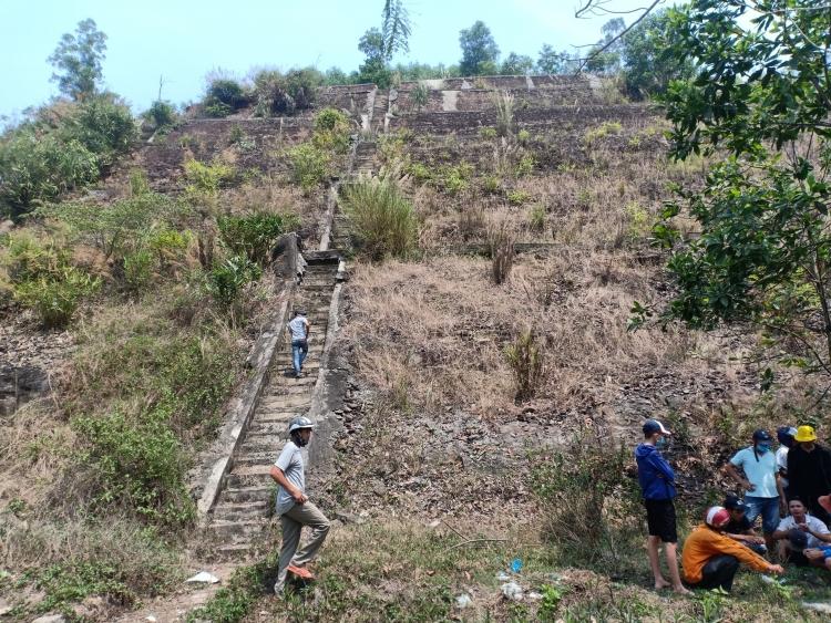 Phát hiện thi thể người đàn ông đang phân hủy trong núi Đại La