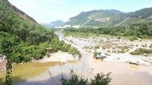 Đà Nẵng: Lội qua suối, một em học sinh chết đuối thương tâm
