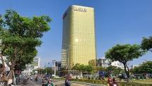 """Đà Nẵng: Yêu cầu hai tòa nhà """"dát vàng"""" thay kính phản quang sai phép, gây chói mắt"""