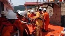 Cứu thành công thuyền viên nước ngoài gặp nạn tại vùng biển Hoàng Sa