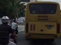 Bất an với xe buýt chạy ẩu, lấn làn ngay trung tâm Đà Nẵng