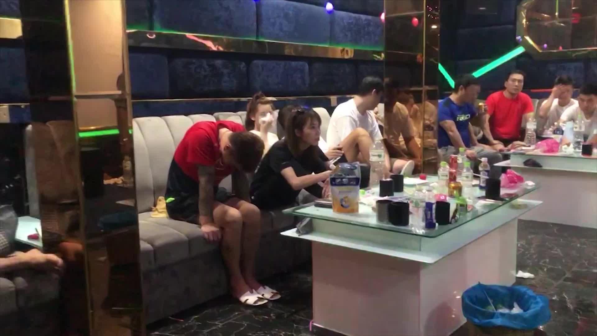 da nang 36 doi tuong phe ma tuy nhay mua trong quan karaoke