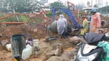 Đà Nẵng: Đổ bê tông làm đường khi trời mưa tầm tã